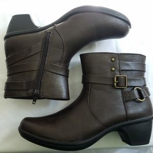 Easy Street Comfort Wave Ankle Boots sz 7.5N Brown